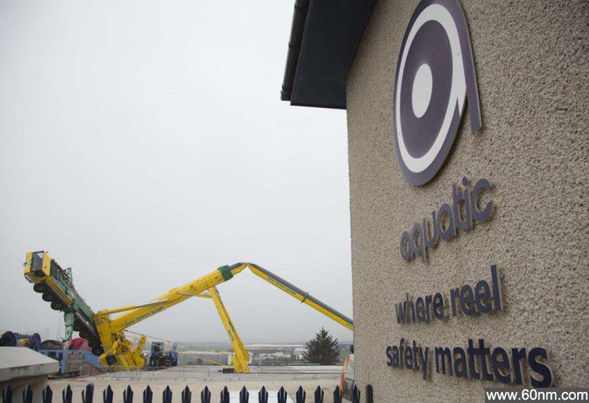 英190米巨型起重机倒塌 造价超300万_大千世界