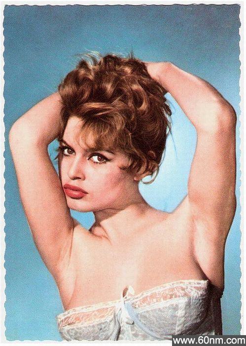 50年前西方美女标准:胸部丰满嘴唇厚_大千世界