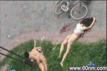 年轻赤裸男女天台打野战 意外坠楼_大千世界