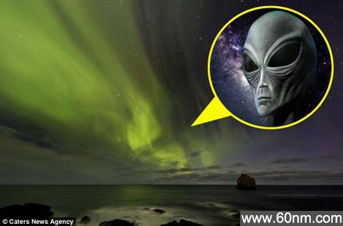 """冰岛夜空神秘北极光美景惊现""""外星人""""_大千世界"""