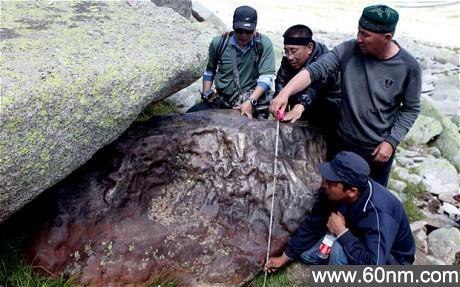 新疆发现巨型陨石 重达30吨或居世界第三位_大千世界