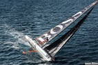 英男子攀爬30米桅杆秀特技_大千世界