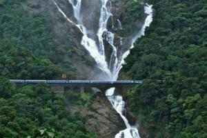 揭秘世界上11条最令人惊异的铁路线路_大千世界