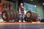 壮男拉起524公斤杠铃 刷新世界纪录_大千世界