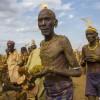 埃塞俄比亚部落涂抹粪便庆祝和平_大千世界