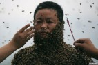 重庆养蜂人穿蜂衣 全身约46万只蜜蜂_大千世界
