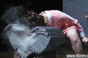 日本22岁性感空手道美女走红 用头砸碎15张瓦片_大千世界