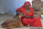 印度加尔各答里地区雷翻人的奇怪风俗_大千世界