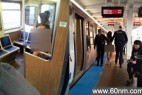 女神裸身登火车 扇乘客耳光声称要开车_大千世界