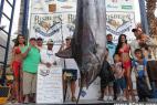墨西哥女钓700斤超大鱼 赢225万巨奖_大千世界