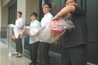 台湾渔民捕获长达4米的地震鱼引围观_大千世界
