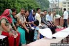 吓人!印度变态的放血疗法令人胆颤_大千世界