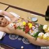 """日本""""女体盛"""":处女艺妓裸体上菜_大千世界"""