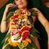 揭秘日本女体盛 女人赤裸吸引外国游客_大千世界