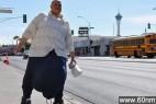 澳大利亚男子患怪病睾丸重达60公斤_大千世界