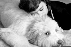 妇女与狗交配被卡 年幼儿子打110报警_大千世界