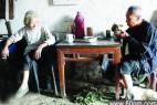 湖北神仙奶奶12年来每天只喝茶抽烟_大千世界