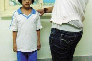 13岁女孩缺生长激素致个子仅有21公斤_大千世界