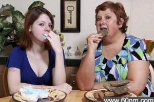 美国一女子爱吃石头 每周吃下近3斤_大千世界