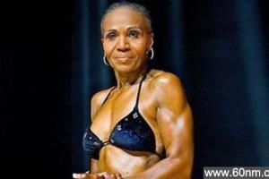 最老健美选手 美国74岁老太六块腹肌_大千世界