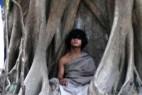 尼泊尔少年「佛陀转世」十个月不吃不喝灵修_大千世界