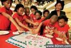首例八胞胎存活7人 同庆10岁生日_大千世界