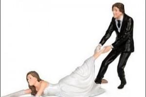 极品男友居然要我穿他前女友的婚纱