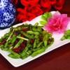 夏季吃豆谨防中毒炒豆类蔬菜可以放蒜解毒