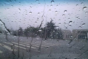 开车遇到大雨看不清楚时 教你一招变清晰【狂转】!!