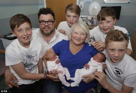 41岁女子育有3对双胞胎 机率仅50万分之一